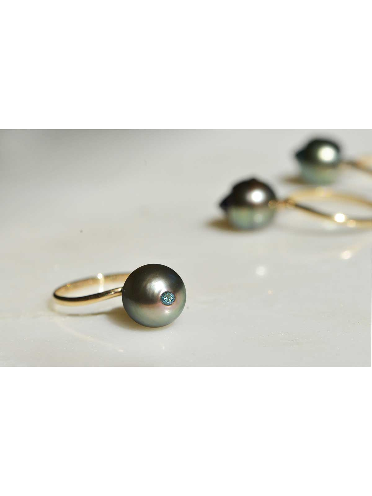 electric blue ring Tahitian Pearl Blue Diamond 14K yellow gold