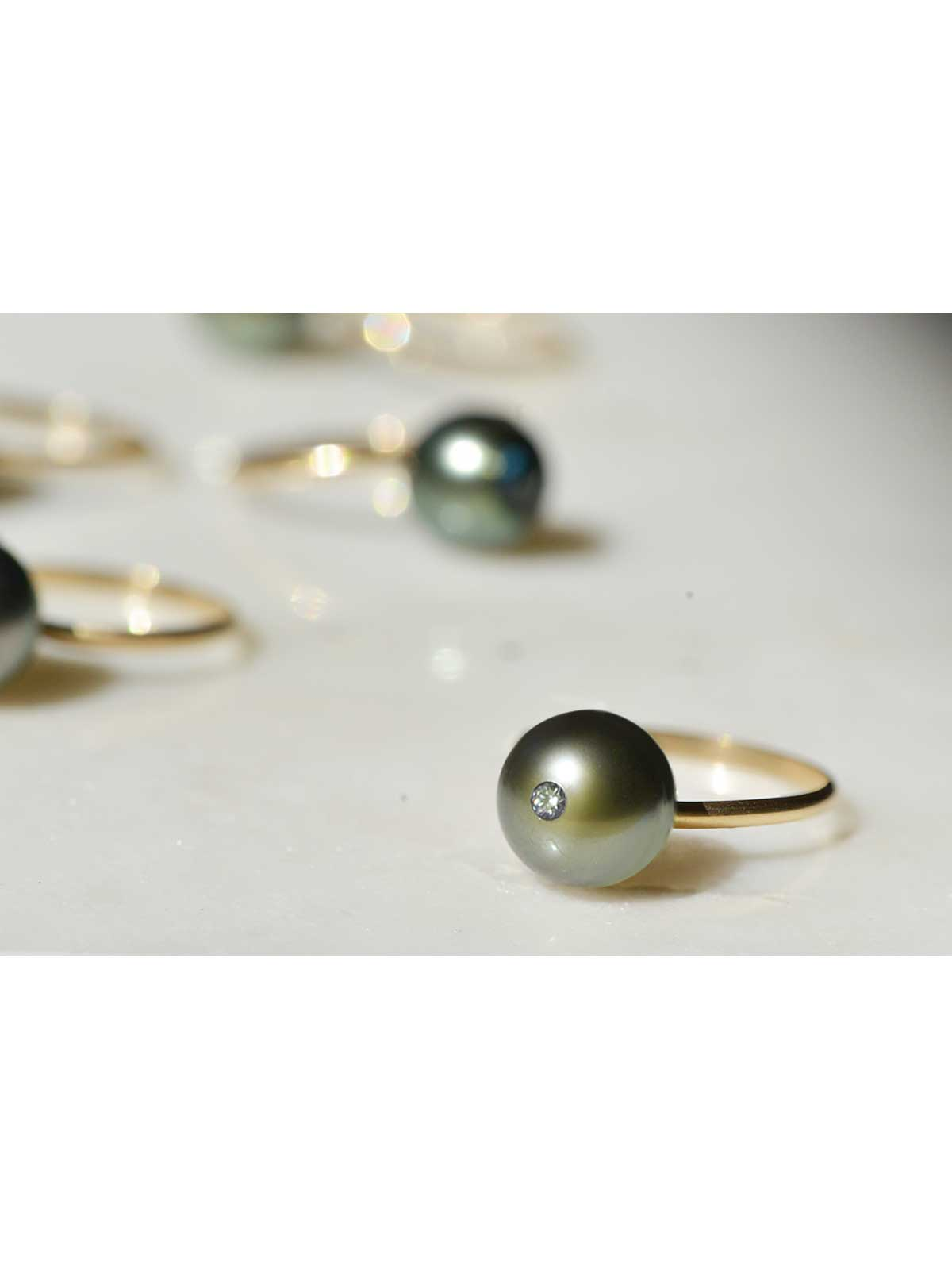 ETERNITY RING Tahitian Baroque Pearl, White Diamond 14K yellow gold