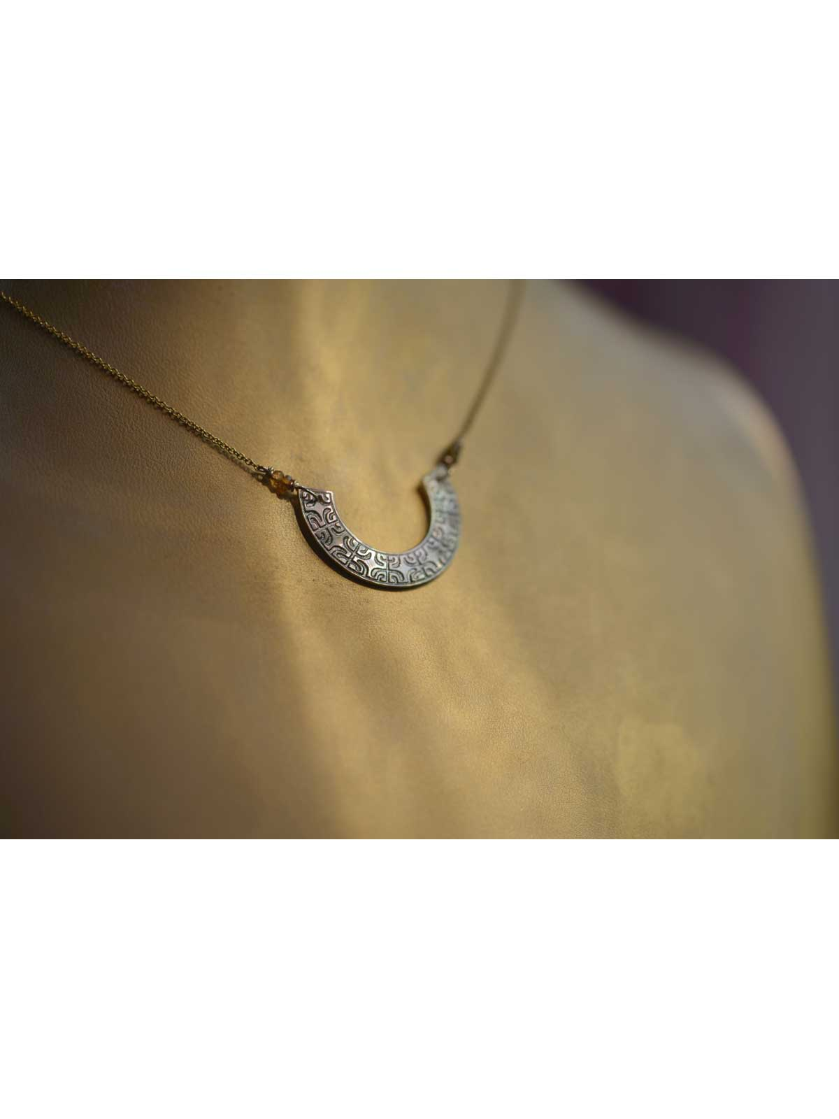 Necklace in Gold-filled 14 Karat chain with pendant in Mother-of-pearl of Tahiti