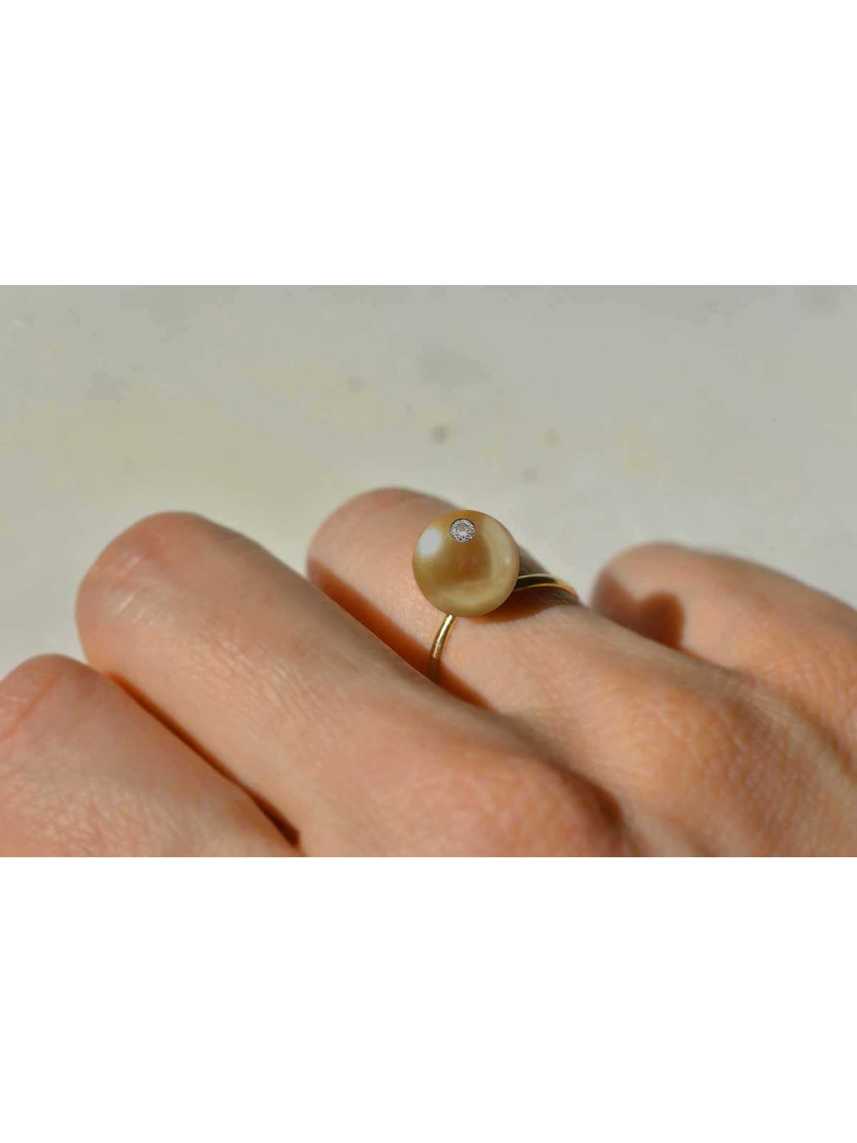 ORGANZA RING Baroque Golden South Sea Pearl White Diamond